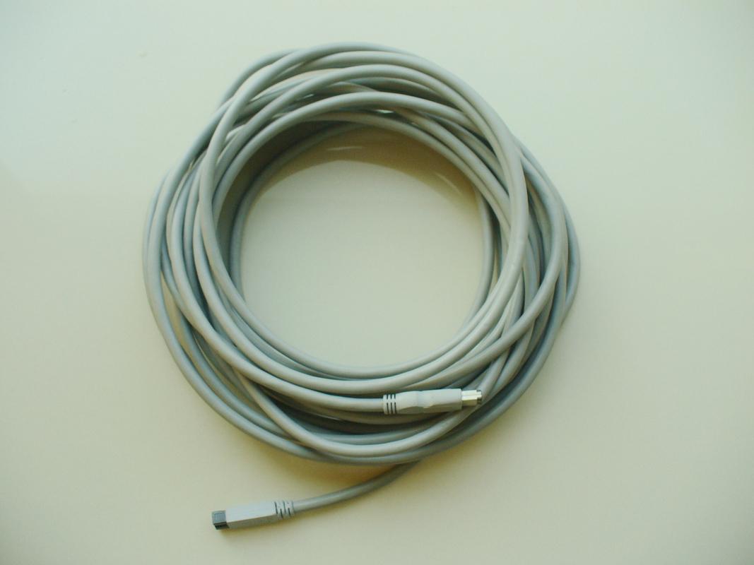 China Negro/gris modificó el cable firewire 1394 de IEEE para requisitos particulares para la cámara CCTV con la fijación de la empulgueras proveedor